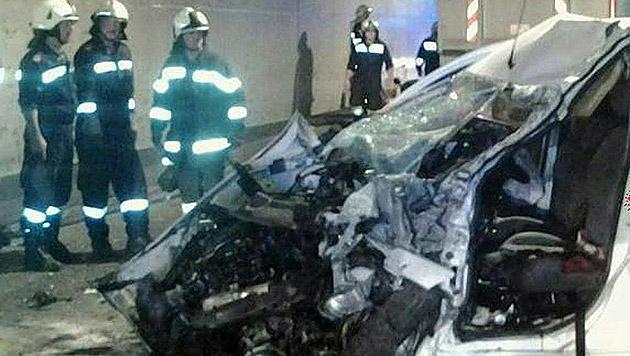 Das Auto des 58-Jährigen wurde gegen einen Lkw geschleudert. Für den Mann gab es keine Rettung mehr. (Bild: APA/FF ST. MICHAEL)