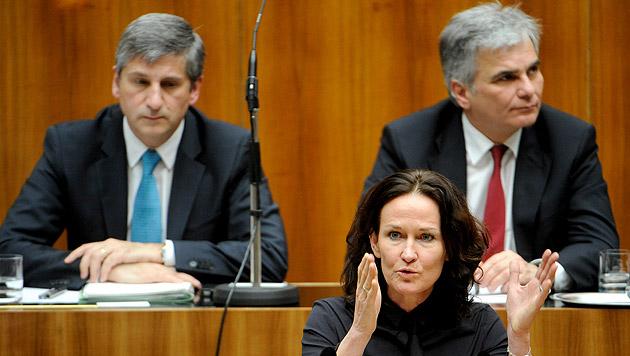 Die Grünen mit Frontfrau Eva Glawischnig zeigen vor, wie Halbe-Halbe im Parlament funktioniert. (Bild: APA/Roland Schlager)