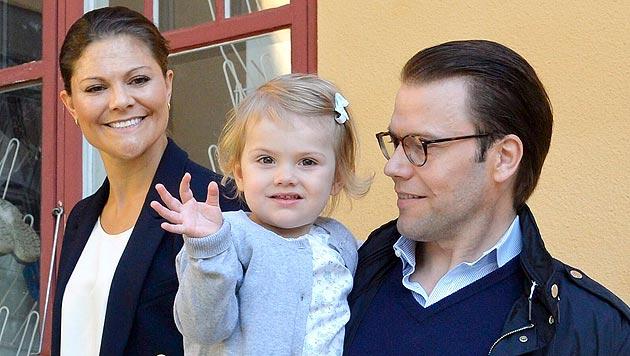 Ein aufregender Tag für Prinzessin Estelle - ab nun geht sie in den Kindergarten. (Bild: AP/TT/Anders Wiklund)