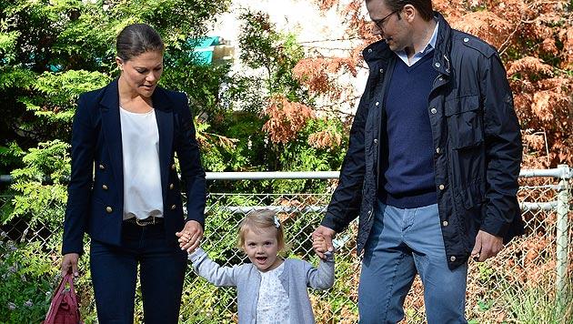Kronprinzessin Victoria und Prinz Daniel begleiteten ihre zweieinhalbjährige Tochter. (Bild: APA/AP/TT/Anders Wiklund)