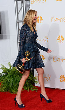 Julia Roberts wagte es: Die Schauspielerin kam im Minikleid von Elie Saab statt in großer Robe. (Bild: AP/Jordan Strauss)