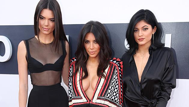 Kendall Jenner, Kim Kardashian, Kylie Jenner (Bild: Matt Sayles/Invision/AP)