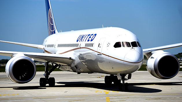 Eine Boeing 787 der United Airlines (Symbolbild) (Bild: EPA/Tannen Maury/picturedesk.com)