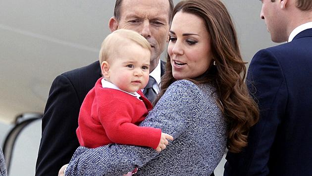 George kriegt ein Geschwisterl: Kate ist schwanger! (Bild: APA/EPA/ALAN PORRITT)