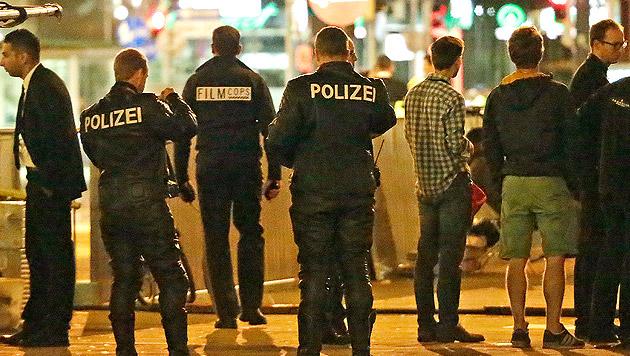 """""""Action"""" hieß es beim """"MI5""""-Dreh für Wiener Polizisten wegen eines Randalierers. (Bild: Klemens Groh)"""