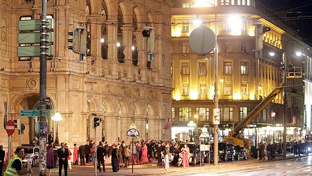Dreharbeiten vor der Wiener Staatsoper (Bild: APA/GEORG HOCHMUTH)