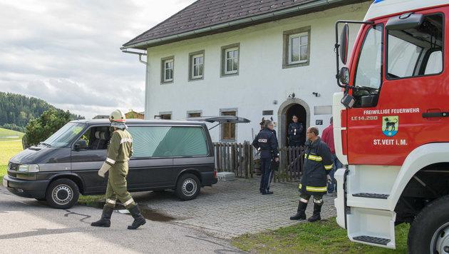 In diesem Haus wurde die Leiche der Pensionistin gefunden. (Bild: APA/FOTO-KERSCHI.AT/WERNER KERSCHBAUMMAYR)