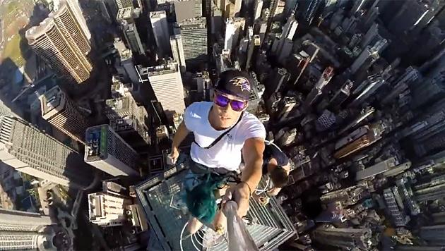 Tod durch Selfies: Russische Polizei warnt Jugend (Bild: YouTube.com/Frank Wu)