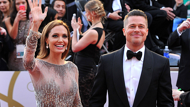 Im April 2012 machten Angelina Jolie und Brad Pitt ihre Verlobung öffentlich. (Bild: Vince Bucci/Invision/AP)