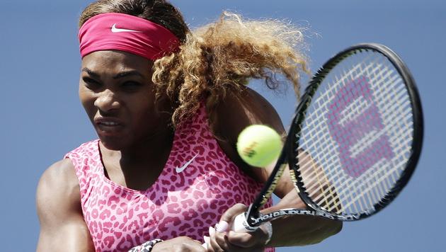 Serena Williams gibt in Runde zwei nur ein Game ab (Bild: APA/EPA/JASON SZENES)