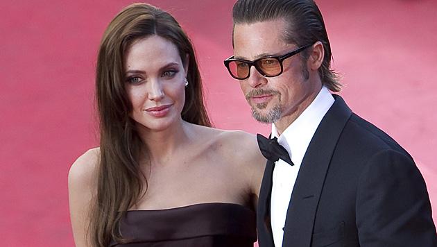 Nach neun Jahren haben sich Angelina Jolie und Brad Pitt 2014 endlich getraut. (Bild: APA/EPA/IAN LANGSDON)