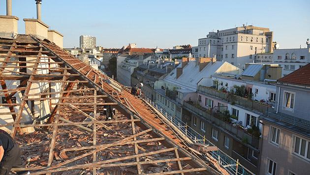 Gasexplosion in Wien: Dach von Wohnhaus abgehoben (Bild: MA 68 Lichtbildstelle)