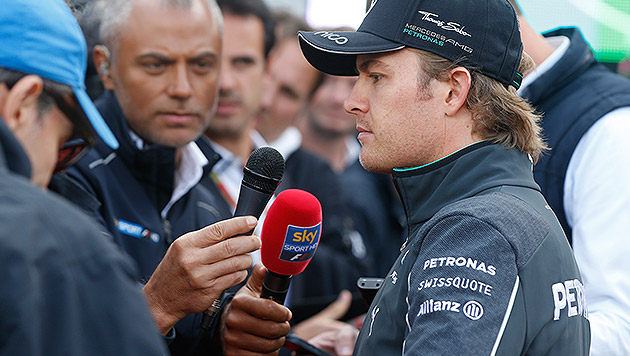 Rosberg entschuldigt sich für Crash mit Hamilton (Bild: AP)