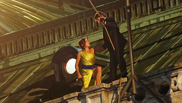 Tom Cruise mit Filmpartnerin Rebecca Ferguson am Filmset am Dach der Wiener Oper (Bild: Reinhard Holl)