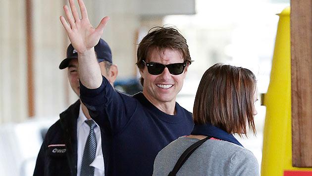 Tom Cruise winkt beim Wien-Dreh 2014 seinen Fans. (Bild: Klemens Groh)