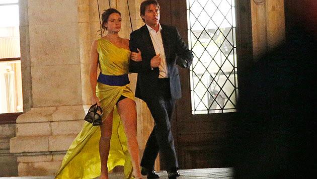 Tom Cruise mit Filmpartnerin Rebecca Ferguson am Filmset vor der Wiener Oper (Bild: Reinhard Holl)