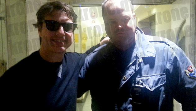 """""""Mike"""" wollte ein Foto mit Tom Cruise und hat sich dafür als Bodyguard ausgegeben. (Bild: www.nif.info)"""