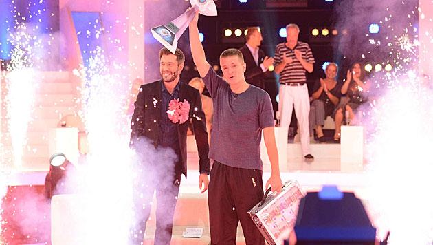 """Aaron Troschke heißt der Gewinner von """"Promi Big Brother"""". (Bild: Sat.1)"""