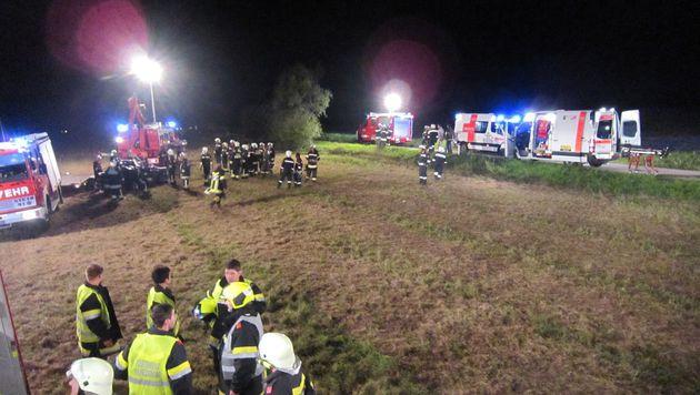 Nach der Erstversorgung wurden die beiden Schwerverletzten in Spitäler gebracht. (Bild: Marko Zehethofer)