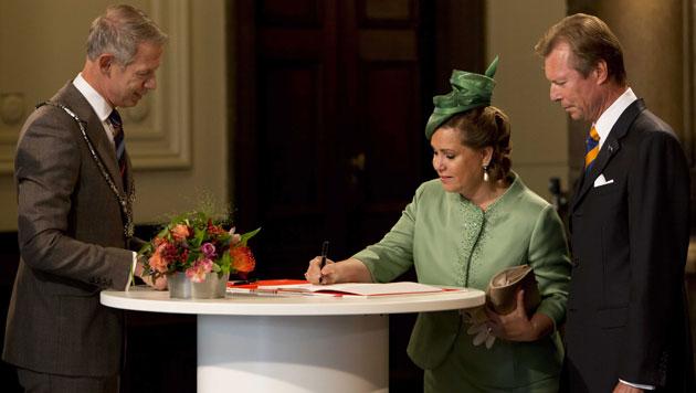 ... die Großherzogin Maria Teresa und Großherzog Henri von Luxemburg ... (Bild: EPA)