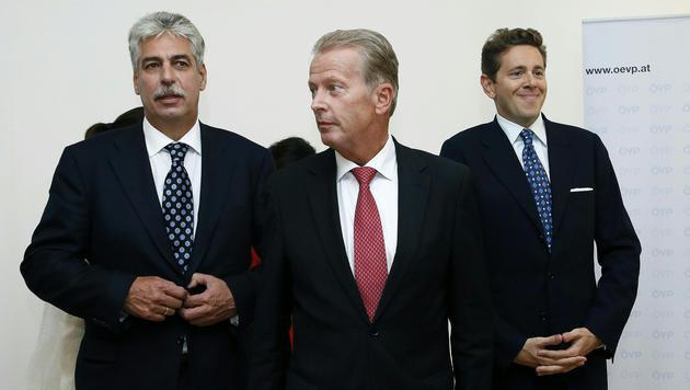 Neo-Finanzminister Hans Jörg Schelling, ÖVP-Chef Reinhold Mitterlehner, Staatssekretär Harald Mahrer (Bild: APA/RUBRA)