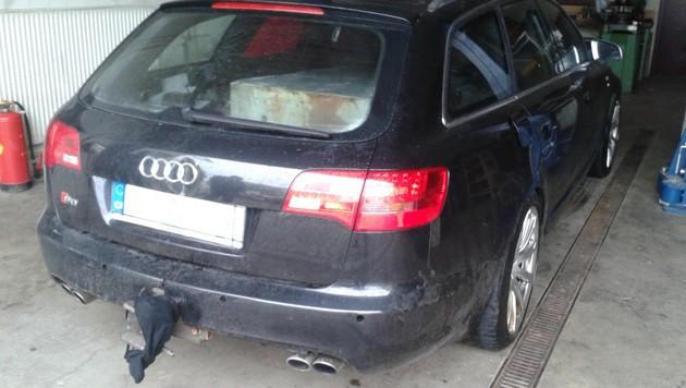 Mit diesem Auto rasten die Täter in das Foyer des Supermarktes. (Bild: LPD Burgenland)