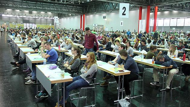 2.000 Prüflinge bei Lehramtsaufnahmetest in Wien (Bild: Andi Schiel)
