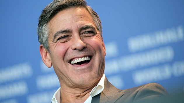 Vor seiner Hochzeit im September will George Clooney noch einmal so richtig feiern. (Bild: APA/EPA/ARNO BURGI)