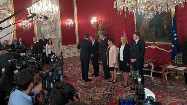 Neue Mitglieder der Regierung angelobt (Bild: krone.tv)