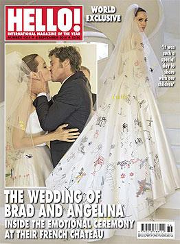"""Das Magazin """"Hello!"""" zeigt am Cover den Hochzeitskuss von Brad Pitt und Angelina Jolie. (Bild: Hello!)"""