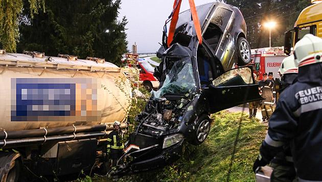 Der Wagen des Verunglückten wurde bei dem Unfall völlig zerstört. (Bild: Matthias Lauber)