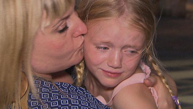 Vor allem Cathys Tochter Leonie fällt der Abschied von der Familie sehr schwer (Bild: (c) Joker Productions)