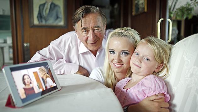 Die kleine Familie: Richard Lugner, Cathy Schmitz und Tochter Leonie (Bild: Reinhard Holl)