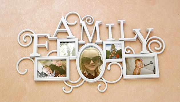 Auch Cathys Familie hat in der Lugner-Villa bereits Einzug gefunden. (Bild: Reinhard Holl)