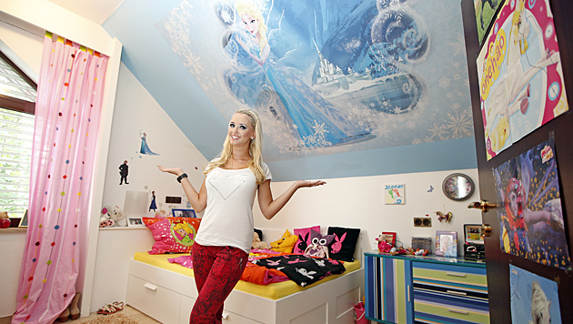 """Cathy im Kinderzimmer: """"Richard hat mir nur erlaubt, die Wände neu zu streichen."""" (Bild: Reinhard Holl)"""