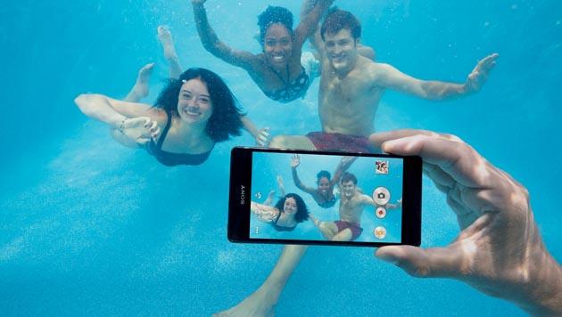 Alle neuen Geräte der Xperia-Z3-Serie sind wasserfest und überstehen kurze Tauchgänge. (Bild: Sony)