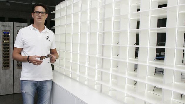 Eigentümer Markus Juritsch vor leeren Regalen (Bild: Klaus Kreuzer)