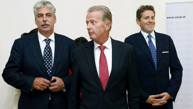 Das neue ÖVP-Top-Trio: Finanzminister Schelling, Parteichef Mitterlehner und Staatssekretär Mahrer (Bild: APA/RUBRA)