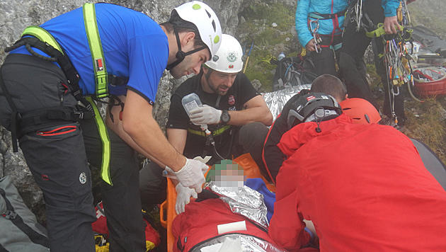 Die Einsatzkräfte der Bergrettung Kapfenberg versorgten die verletzte Alpinistin am Hochschwab. (Bild: Bergrettung Kapfenberg)