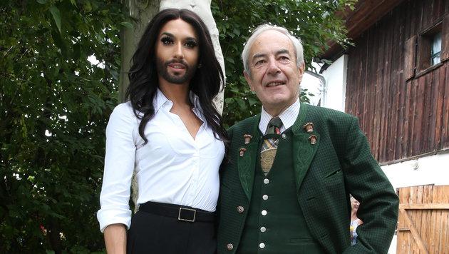 Conchita Wurst mit Bürgermeister Karl Kaniak (Bild: Jürgen Radspieler)