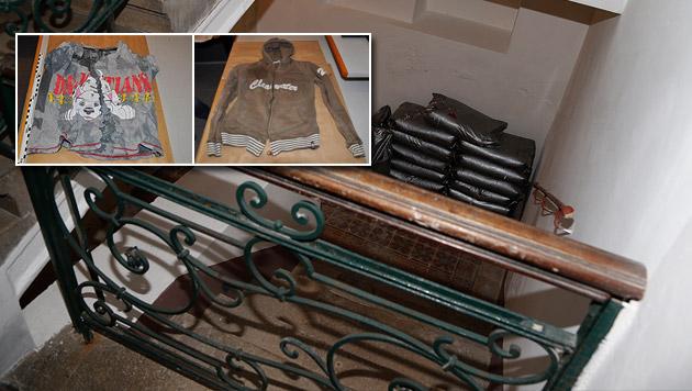 Eingewickelt in T-Shirt (li.) und Kapuzenjacke (re.) wurde das Baby gefunden. (Bild: Zwefo, APA/LPD WIEN)