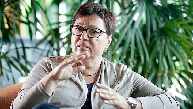 Oberhauser hat E-Zigaretten und Shishas im Visier (Bild: APA/GEORG HOCHMUTH)