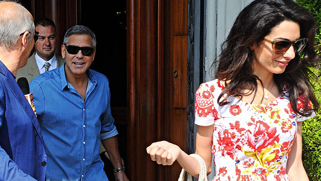George Clooney und Amal Alamuddin am 8. September vor einem Hotel in Florenz (Bild: APA/EPA/MAURIZIO DEGL' INNOCENTI)