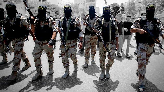 Drei Schülerinnen am Weg in den Dschihad gestoppt (Bild: AP)