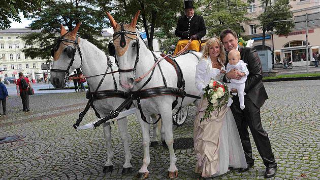 Kurt Elsasser: Mit der Kutsche ins neue Eheglück (Bild: Starpix/Alexander Tuma)