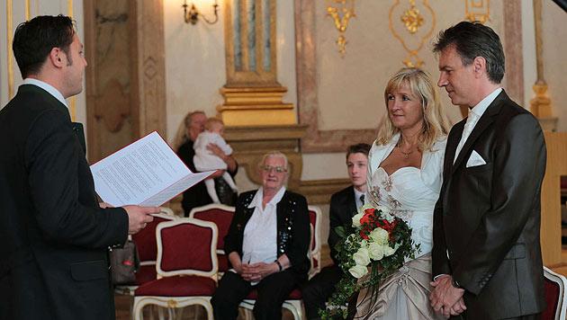 Kurt Elsasser und Brigitte sagen Ja (Bild: Starpix/Alexander Tuma)