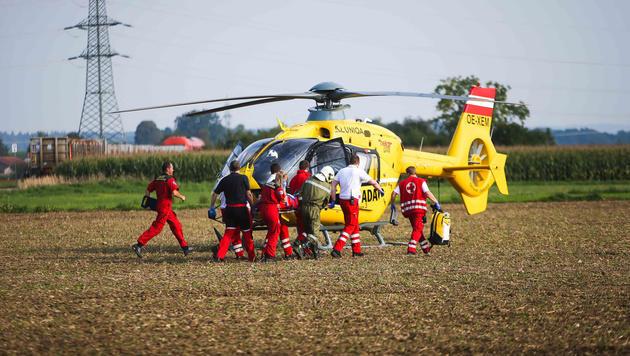 Die Schwerverletzte wurde mit dem Helikopter ins Spital geflogen. (Bild: Daniel Scharinger)