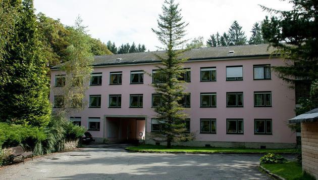 """Das Hotel """"Haus Semmering"""" wurde über Nacht zum Asylheim. (Bild: APA/EXPA/SASCHA TRIMMEL)"""