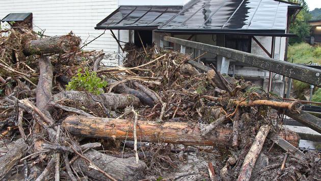 Die Wassermassen verursachten schwere Schäden durch Verklausungen. (Bild: APA/FMT-PICTURES)