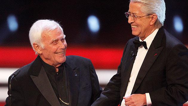 Joachim Fuchsberger mit Frank Elstner (Bild: AP)